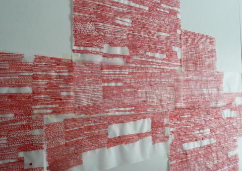 Between - Inchiostro rosso su fogli di carta da lucido | Allestimento in situ | Dimensioni variabili