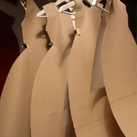 Matrioska 2, 2014 | 6 elementi in tela di lino plastificata, vite ad incastro e occhielli appesi a grucce (100x400x200cm) | Installazione in situ