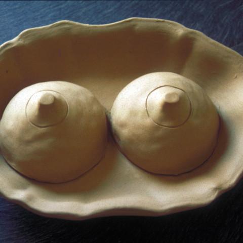 Au pays des hommes-fleuve - Piatti Agata   Piatti di terracotta con parti smaltate (dimensioni variabili)