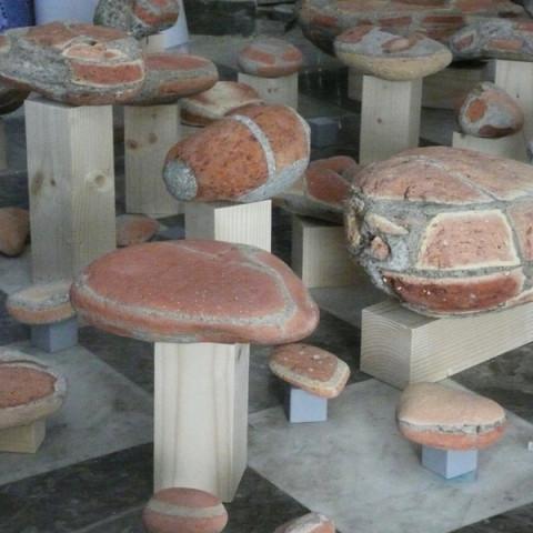 Quoi de nouveau sous le soleil? - Ultima spiaggia - Installazione di sassi erosi dal mare, provenienti dal lungomare degradato di Palermo.
