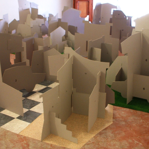 Quoi de nouveau sous le soleil? - Villinomania 1, 2007. Sagome di cartoncino ad incastro, rivestimenti per pavimenti, nastro adesivo. Installazione in situ.
